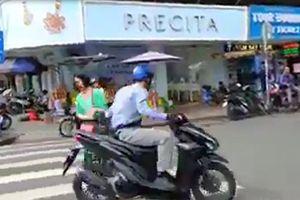 CLIP: Ngỡ ngàng với pha cướp giật chớp nhoáng trước chợ Bến Thành