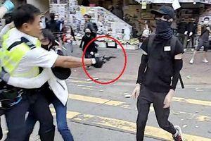 Cảnh sát Hong Kong bất ngờ nổ súng bắn bị thương người biểu tình