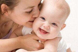 Một số loại virus nguy hiểm có thể lây nhiễm cho trẻ từ nụ hôn