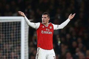 Xhaka thừa nhận đau đớn nhưng sẽ không rời Arsenal