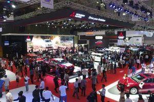 Doanh nghiệp giảm giá, thị trường ô tô vẫn 'đìu hiu'