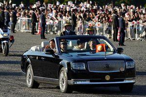Xe mui trần chở Nhật hoàng Naruhito trong buổi diễu hành có gì độc đáo?