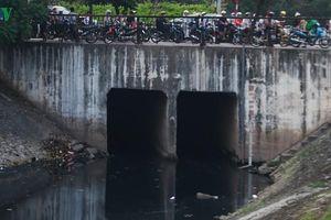 Dân không còn sức kêu than, chỉ mong sông Tô Lịch hết hôi thối