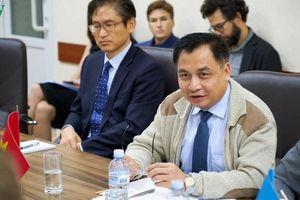 Đại sứ Việt Nam tại Ukraine thăm khu vực chiến sự Donbass