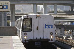 Tài xế da màu bị bắt vì ăn sandwich trên sân ga ở Mỹ