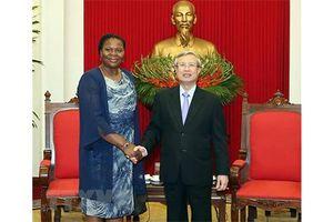 Việt Nam luôn coi trọng phát triển quan hệ với Mozambique