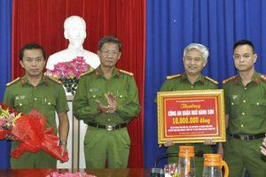 Khen thưởng thành tích đấu tranh phòng chống tội phạm