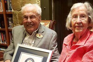 Cặp vợ chồng già nhất thế giới hạnh phúc kỷ niệm 80 năm ngày cưới