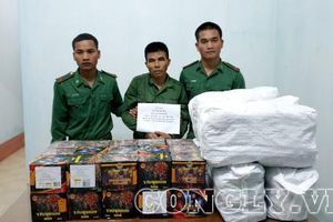 Bắt đối tượng 'cõng' 26kg pháo từ Lào về Việt Nam