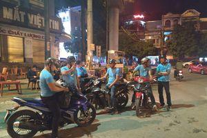 'Lượn phố, săn đêm' giúp người khó khăn cùng đội SOS Kiến An