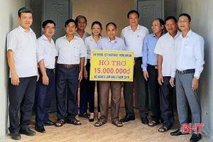 TX Hồng Lĩnh trao gần 500 triệu đồng hỗ trợ người nghèo, cận nghèo