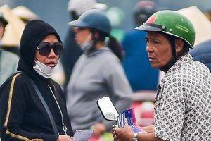 Vé chợ đen 'lộng hành' trước trận đấu Việt Nam- UAE