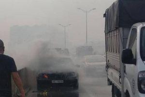 Ô tô Mercedes bốc cháy, tài xế may mắn thoát chết