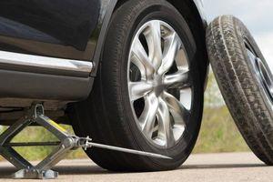 Vì sao lốp dự phòng ô tô luôn nhỏ hơn lốp chính?