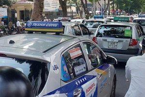 Taxi và taxi công nghệ không bắt buộc phải gắn hộp đèn