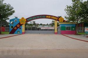 Đình chỉ trường mầm non có giáo viên bị tố dùng vật nhọn đâm trẻ