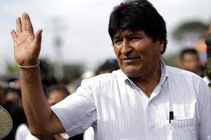 Cựu Tổng thống Bolivia trải qua chuyến bay 'căng như dây đàn' để đi tị nạn