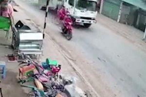 Tránh xe máy phanh bất ngờ, người đi xe đạp bị xe tải cán tử vong