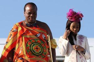 Vua Swaziland chi 16 triệu USD mua siêu xe cho 14 người vợ