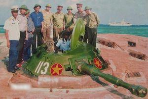 Xe tăng lội nước PT-76 Việt Nam hóa 'lô cốt' bảo vệ biển đảo thiêng liêng