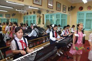 Giáo dục âm nhạc: Hết thời 'cầm tay chỉ việc'?
