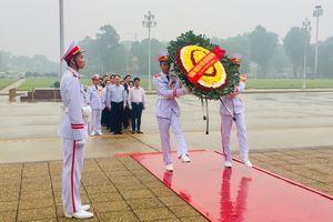 Đoàn đại biểu Cục Quản lý Di dân Quốc gia, Bộ Công an Trung Quốc vào Lăng viếng Chủ tịch Hồ Chí Minh