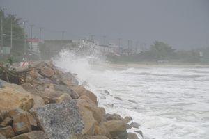 Sau bão số 6 người dân sống gần bờ kè biển Sa Huỳnh thấp thỏm lo âu