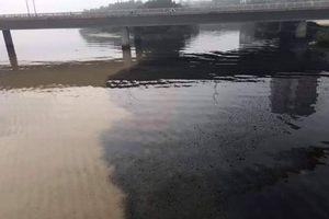 Nước thải đen ngòm xả lén ra sông Hàn lúc rạng sáng