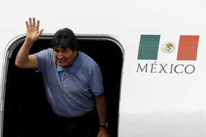 Vừa bị lật đổ và phải chạy trốn, Tổng thống Bolivia thề sẽ đấu tranh đến cùng