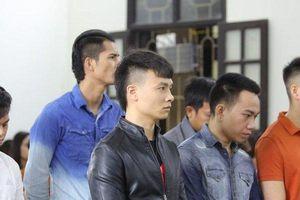 Người thân khóc nghẹn khi nghe Khá 'Bảnh' bị tuyên án hơn 10 năm tù