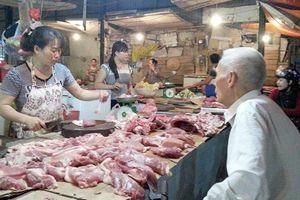 Vì sao thương lái 'thổi giá' thịt lợn cao ngất ngưởng?