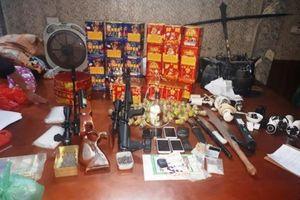 Bắt đôi vợ chồng biến nhà mình thành tụ điểm bán ma túy có trang bị vũ khí nóng ở Nam Định