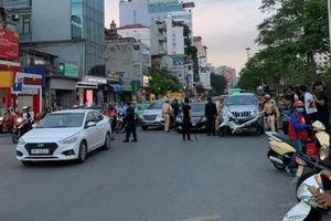 Gây tai nạn rồi bỏ chạy ô tô 'thông' chốt 141 bất thành, tài xế cố thủ trong xe