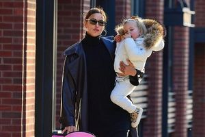 'Chân dài' Irina Shayk xinh đẹp đưa con gái ra phố dạo chơi
