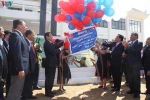 Bàn giao Trường trung học do Việt Nam viện trợ cho tỉnh SeKong, Lào