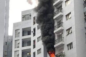 Hà Nội: Cháy lớn tại căn hộ chung cư trên phố Mai Anh Tuấn