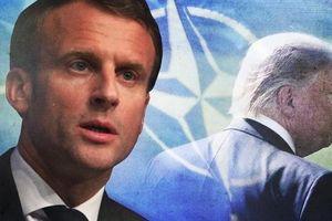Tổng thống Pháp Macron tặng quà hậu hĩnh gì cho Putin?
