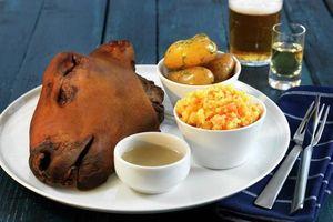 'Khóc thét' với món đầu cừu ghê sợ trên bàn tiệc của người Na Uy