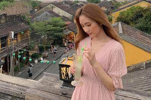Người đẹp Hong Kong có nụ cười như thiên thần thích thú 'thả dáng' ở Hội An