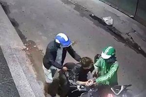 TP.HCM: Truy tìm tài xế mặc áo Grab dùng dao cướp xe máy táo tợn trong đêm