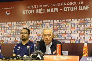 Thua Việt Nam, HLV UAE than trọng tài rút thẻ đỏ nhanh như chớp