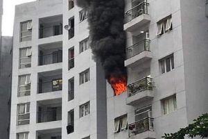 Căn hộ chung cư cháy ngùn ngụt trong lúc chủ nhà đi vắng