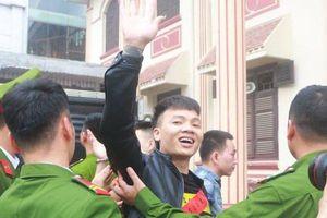 Khá 'Bảnh' ra tòa trong vòng vây 'fan hâm mộ': 'Cần một cuộc chấn hưng đạo đức và giáo dục'