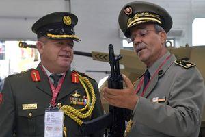 Bắn NATO bằng đạn của NATO: Mẫu AK mới nhất của Nga có gì đặc biệt?