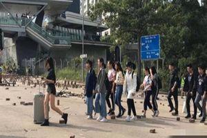 Bạo lực lan vào sân trường, sinh viên Trung Quốc Đại lục lũ lượt rời khỏi Hồng Kông, tới đây tình hình sẽ diễn biến ra sao?