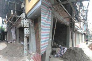 Cột điện 'chềnh ềnh' giữa lối đi ở Hà Nội đã được di chuyển