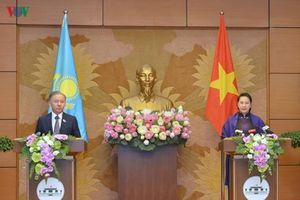 Họp báo chung giữa Chủ tịch Quốc hội Việt Nam và Kazakhstan