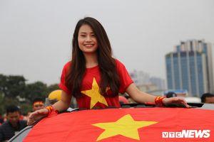 Hàng nghìn CĐV đổ về Mỹ Đình cổ vũ tuyển Việt Nam đấu UAE