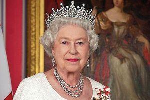 Nữ hoàng Elizabeth II làm gì trong một ngày?