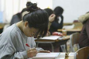 Sĩ tử Hàn Quốc bối rối trước đề thi đại học môn tiếng Việt